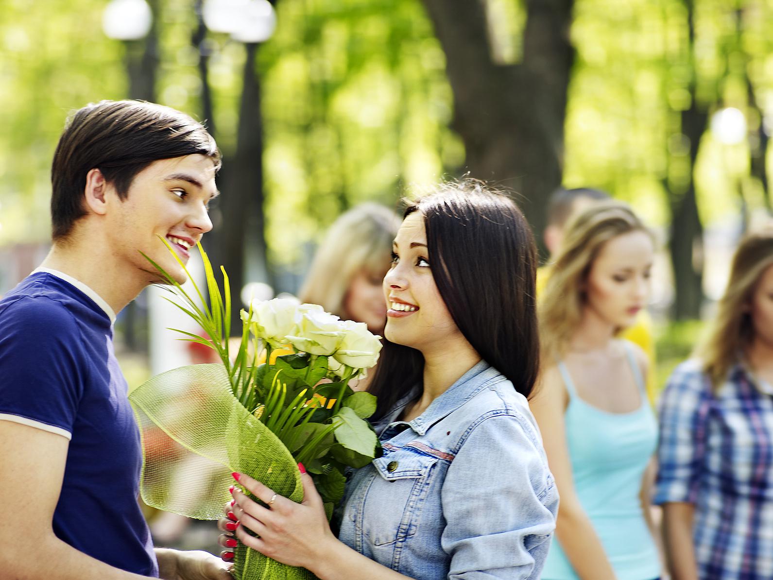 Omul îi invită pe fată la 1 dată. Unde să inviți o fată la prima întâlnire