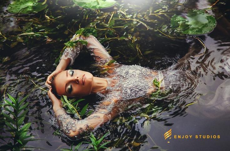 Modelele Enjoy Studios Bacău se transformă prin intermediul artei machiajului