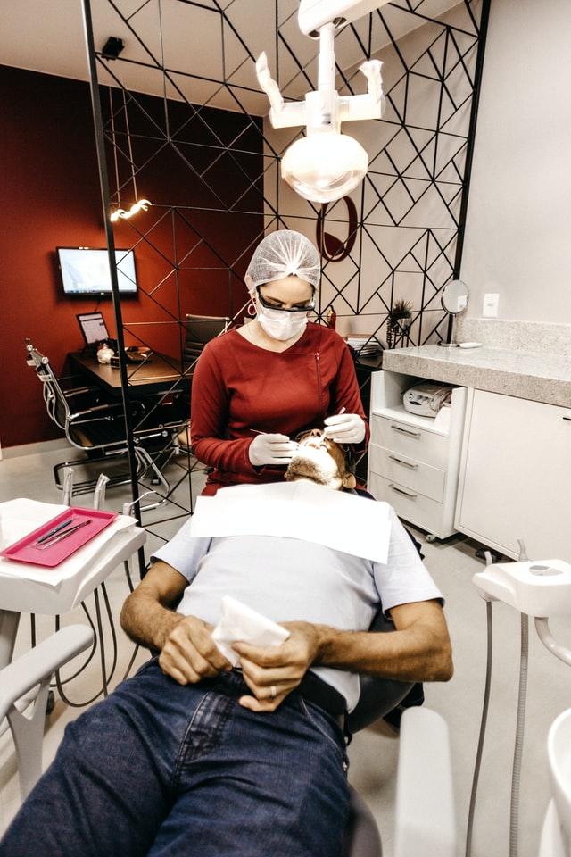 un dentist Bucuresti
