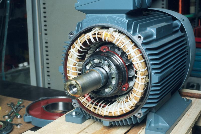 Tot ceea ce trebuie sa stii despre motoarele electrice si cele termice